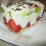 Lekkie ciasto z truskawkami bez pieczenia