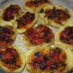 Zapiekane ziemniaki z papryką, mozzarellą i pieczarkami